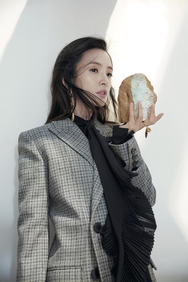 林依晨今年將有全新古裝劇《小女花不棄》上映。《ELLE》提供